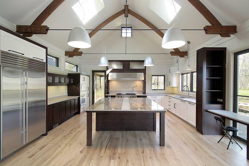 Cozinha moderna lustrosa fotos de stock royalty free
