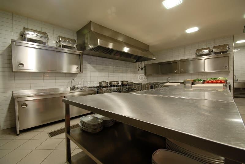 Cozinha moderna no ` do restaurante foto de stock royalty free