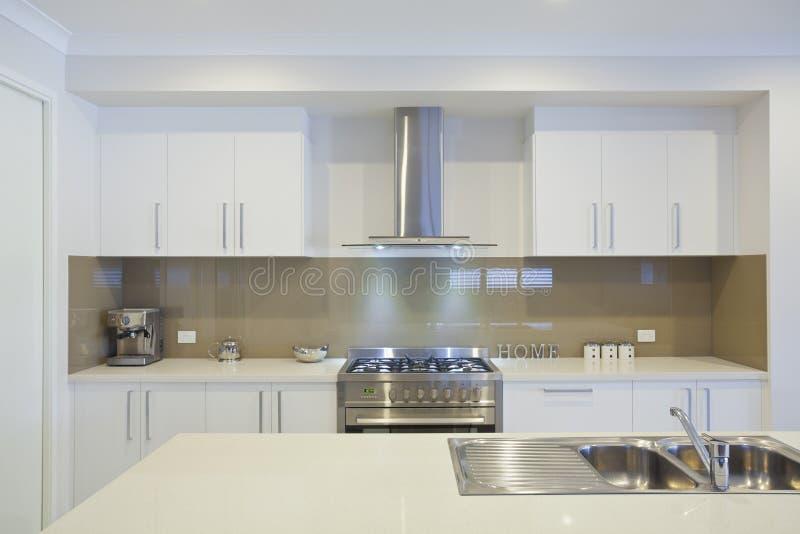 Cozinha moderna nova fotografia de stock royalty free