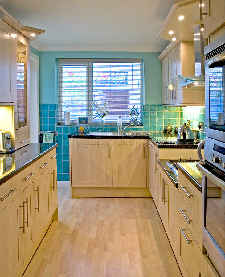 Cozinha na HOME BRITÂNICA luxuosa 1 foto de stock