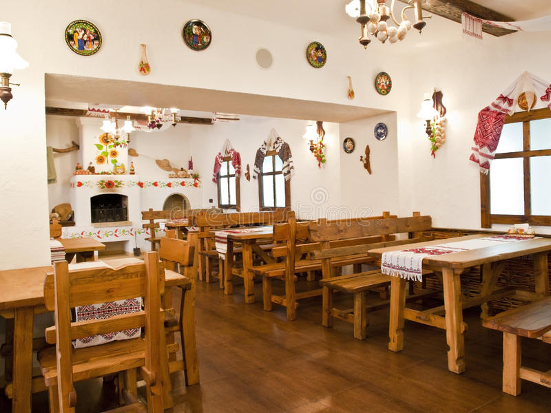 A cozinha no estilo velho do Slavic foto de stock