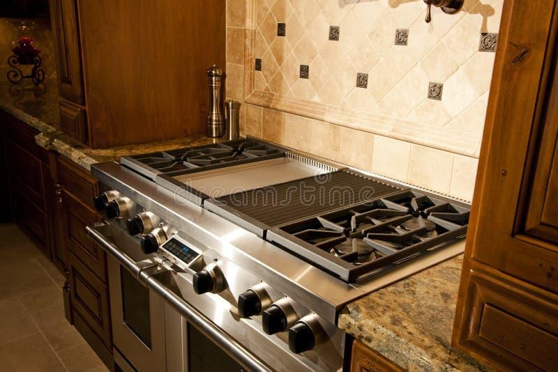 Cozinha nova enorme da HOME da mansão fotografia de stock