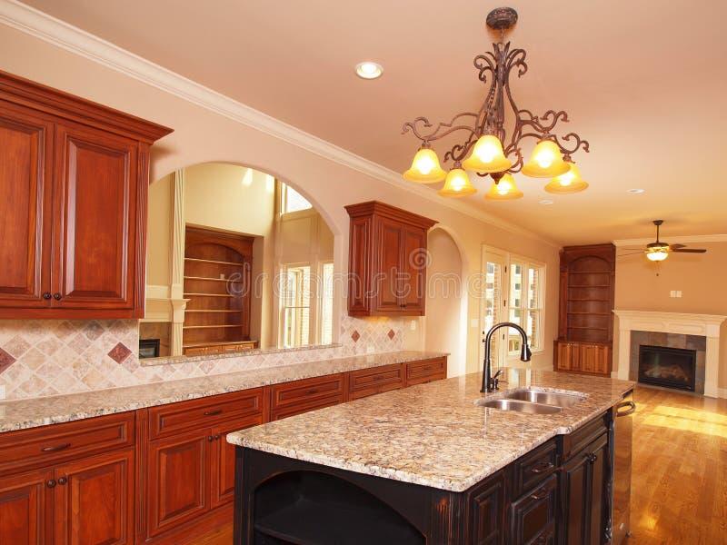 Cozinha prolongada Home luxuosa foto de stock
