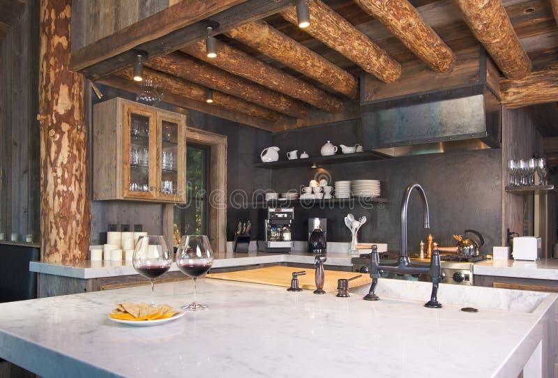 Cozinha rústica da cabine fotografia de stock