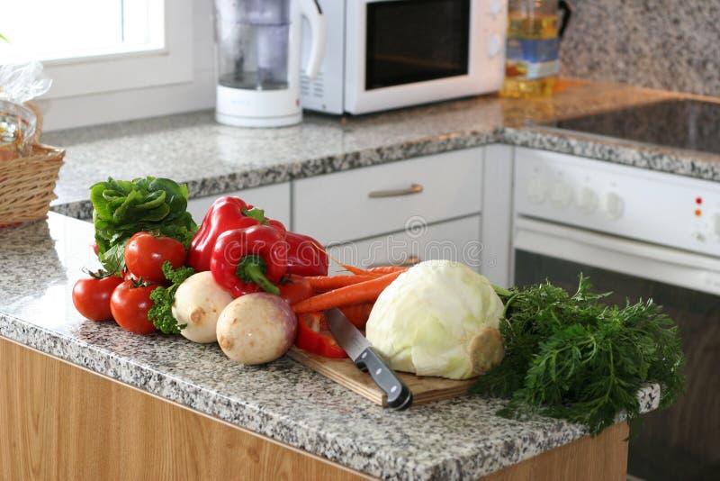 Cozinha setup com vegetais foto de stock