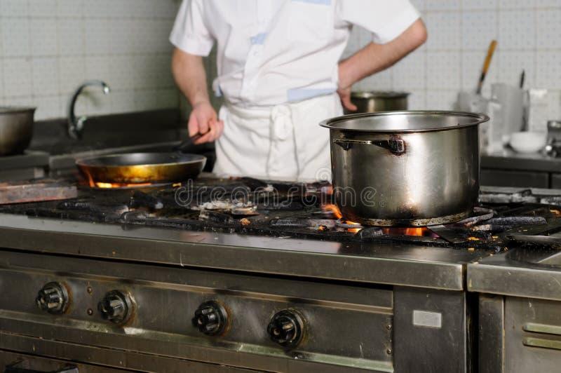 Cozinha suja real do restaurante fotos de stock royalty free