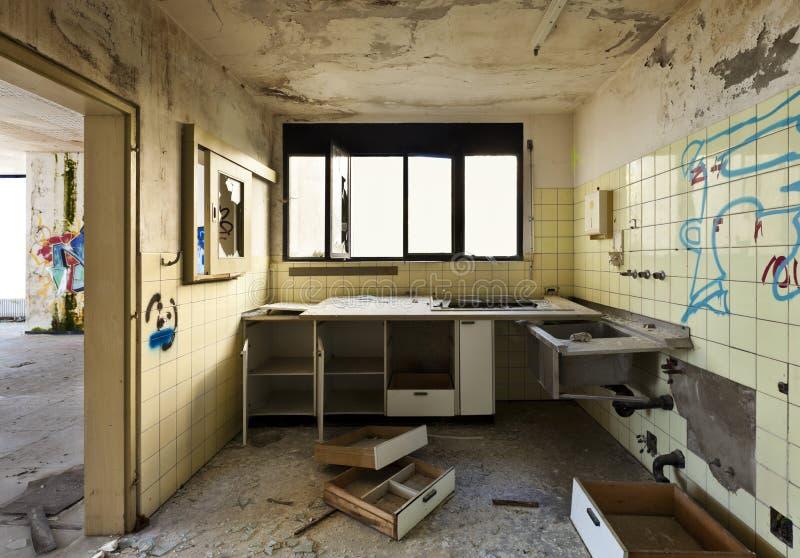 Cozinha velha destruída fotos de stock royalty free