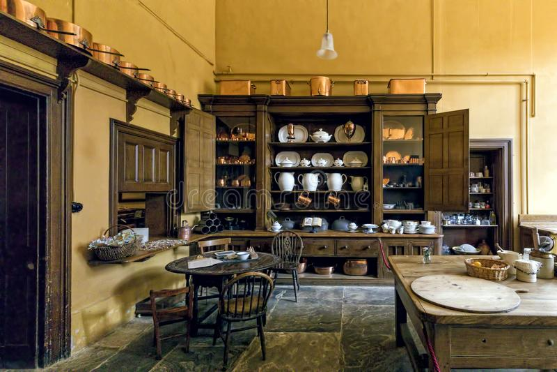 Cozinha vitoriano, casa de Charlecote, Warwickshire, Inglaterra imagens de stock