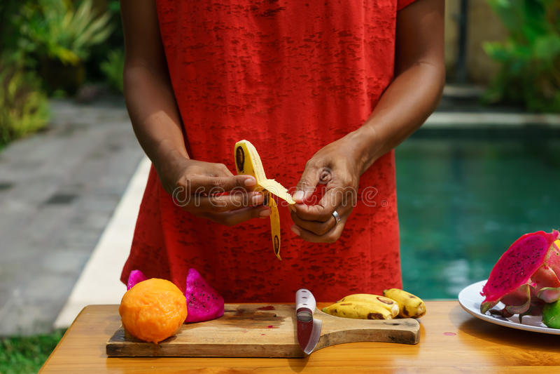 Cozinhando a classe culinária Banan descascado fotografia de stock royalty free