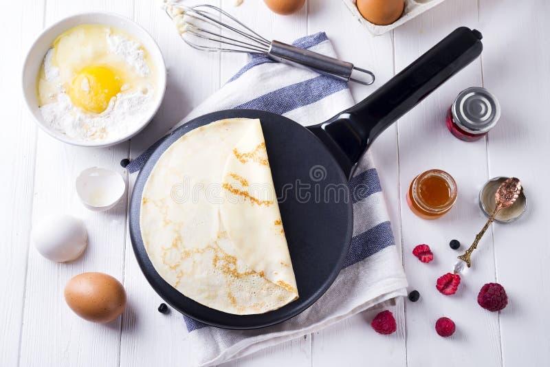 Cozinhando ingredientes da panqueca para fazer imagem de stock