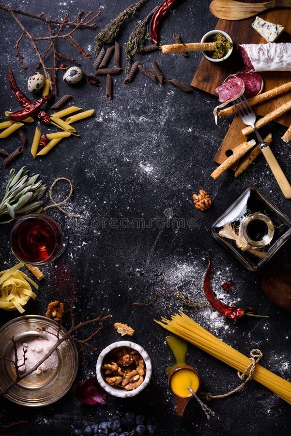 Cozinhando ingredientes, quadro do menu Massa italiana, aperitivo fotografia de stock royalty free