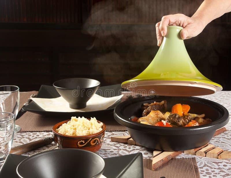 Cozinhando o alimento do tajine foto de stock royalty free