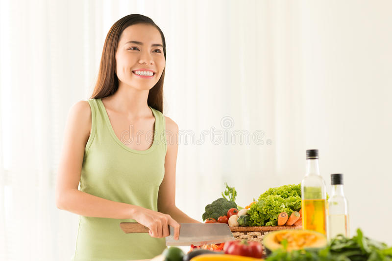 Cozinhando o jantar saudável fotos de stock