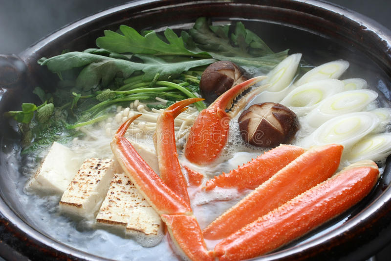 Cozinhando o nabemono do caranguejo, prato japonês do steamboat imagens de stock royalty free