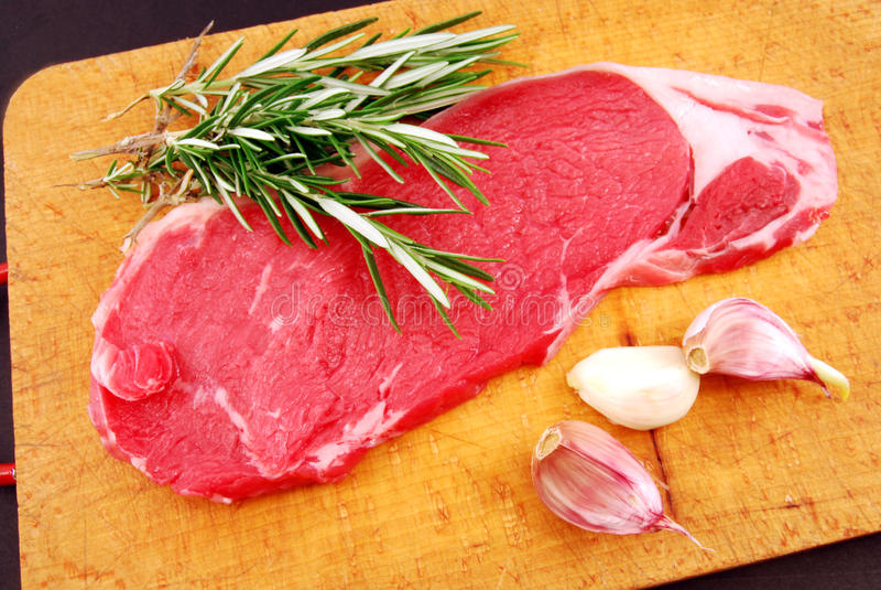 Cozinhando um bife na cinta do alla do grillBistecca fotografia de stock royalty free