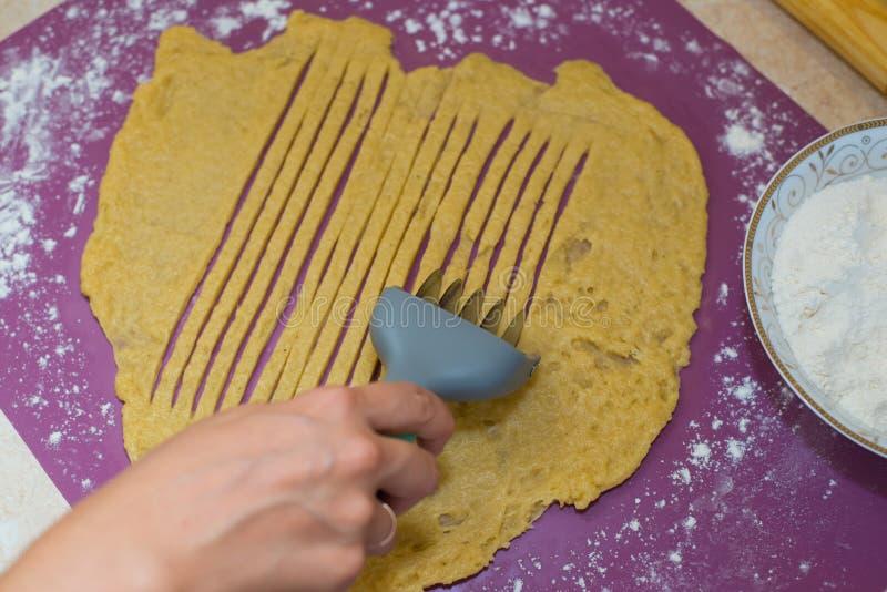 Cozinhe as cookies da massa imagens de stock royalty free