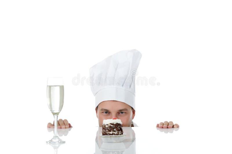 Cozinheiro chefe caucasiano novo atrativo do homem, tentação fotografia de stock