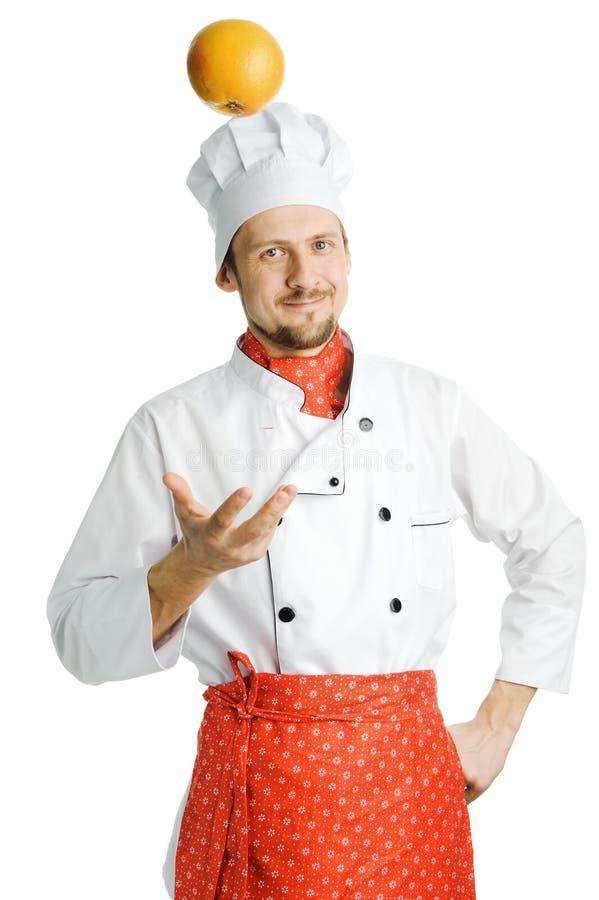 Cozinheiro chefe com laranja imagem de stock