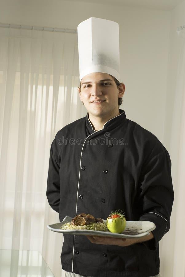 Cozinheiro chefe com refeição imagem de stock