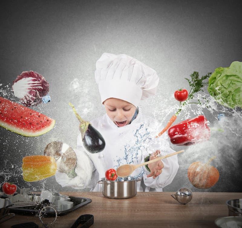Cozinheiro chefe da criança pequena imagem de stock