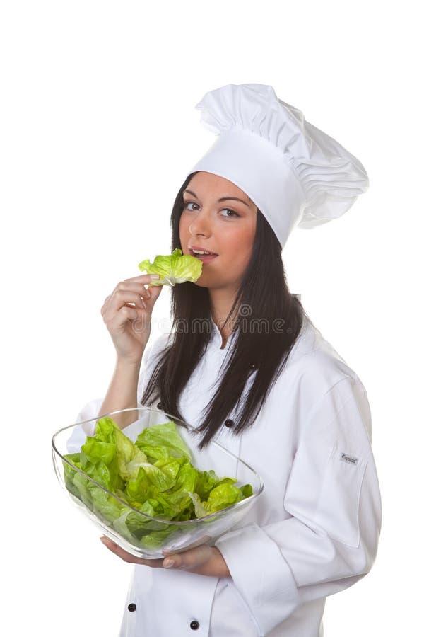 Cozinheiro chefe da mulher com salada fotografia de stock
