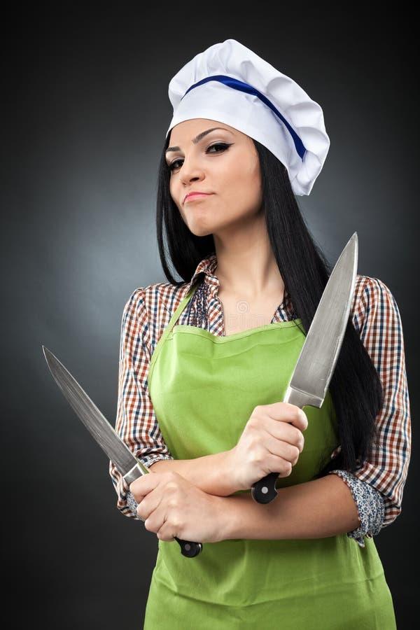 Cozinheiro chefe latino-americano da senhora com facas fotos de stock royalty free
