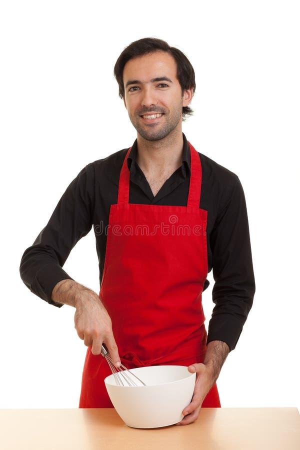 Cozinheiro chefe que agita a bacia foto de stock