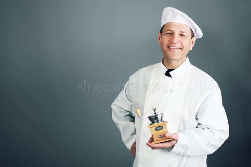 Cozinheiro com um moedor imagens de stock