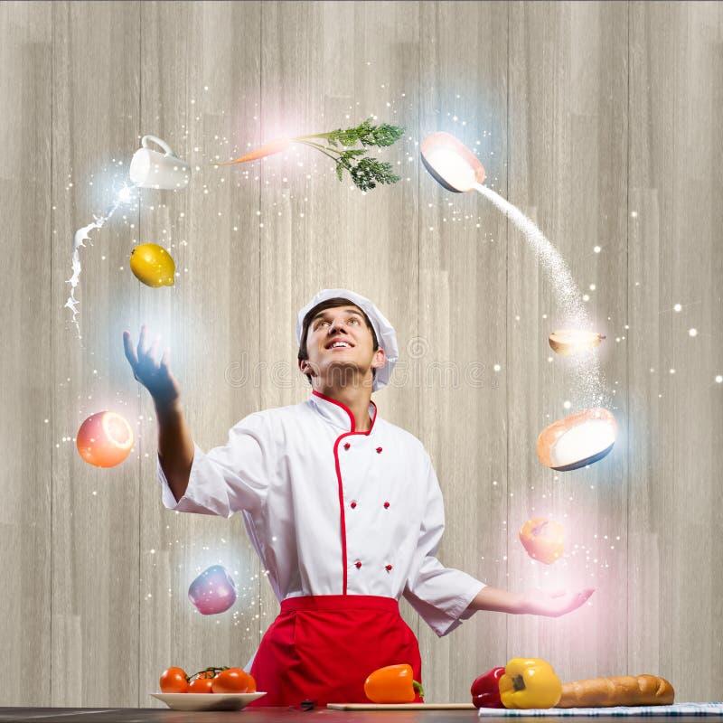 Cozinheiro na cozinha foto de stock