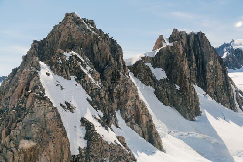 Cozinheiro Peak da montanha com tampa de neve, Nova Zelândia imagem de stock