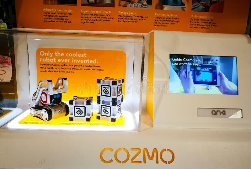Cozmo es un robot accionado por control remoto niño-amistoso, interactivo del telerehabilitation con el dispositivo de entrada de fotografía de archivo libre de regalías