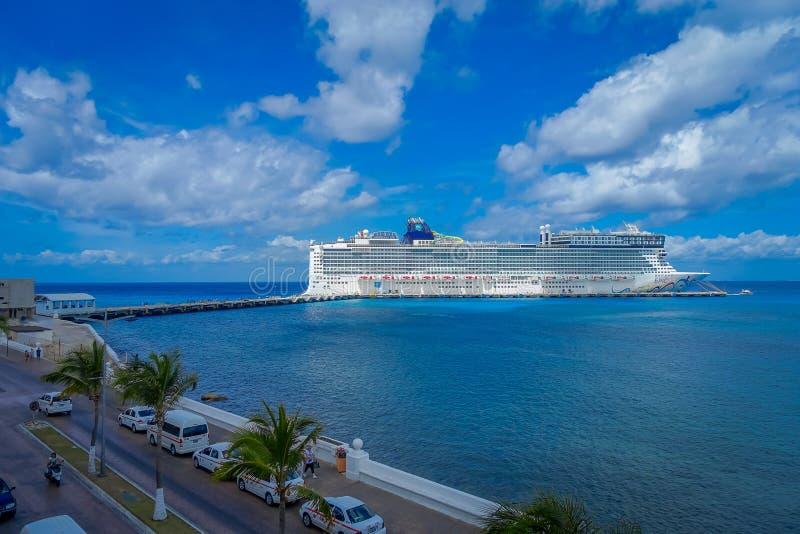 COZUMEL MEKSYK, MARZEC, - 23, 2017: Pięknego rejsu Norweska epopeja w Cozumel portu wizycie wyspa zdjęcia stock