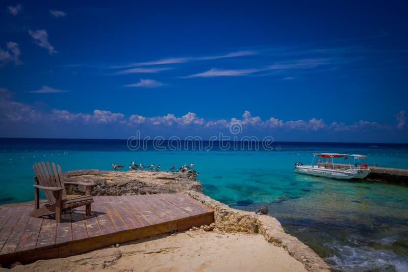 COZUMEL, MEXIQUE - 23 MARS 2017 : Belles vacances dans Cozumel avec la vue naturelle, les yachts, l'océan bleu magnifique et le c photo libre de droits