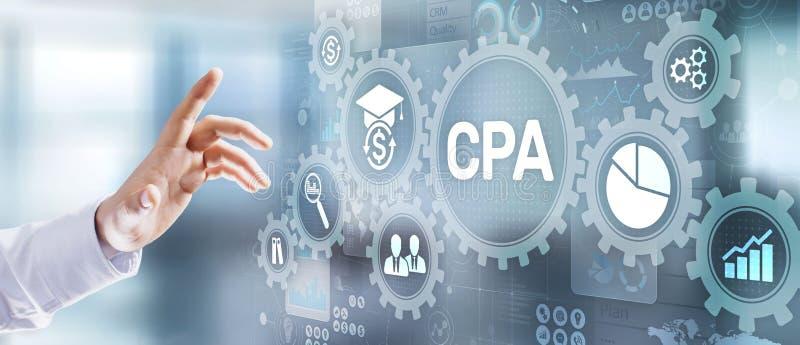 CPA a certifié le concept financier d'affaires d'audit d'expert-comptable Homme d'affaires appuyant sur le bouton photographie stock libre de droits