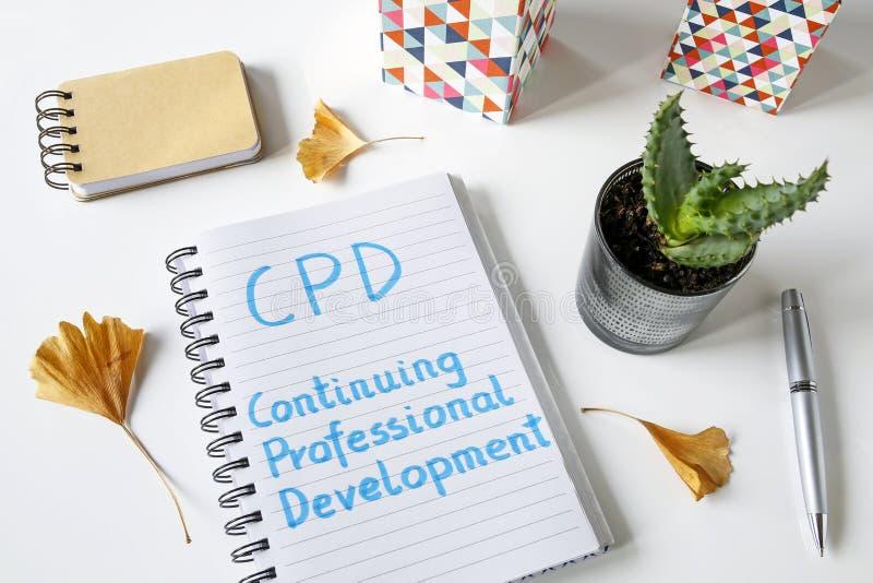 CPD som fortsätter yrkesmässig utveckling som är skriftlig i anteckningsbok royaltyfri bild