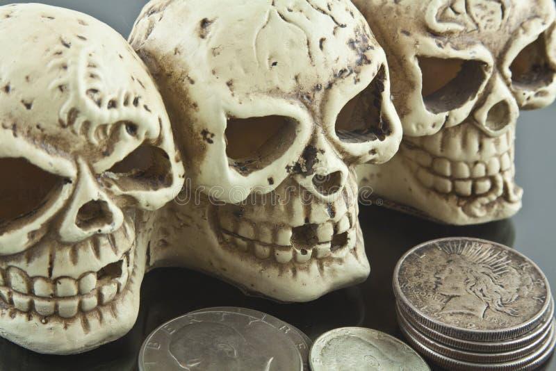 Cráneos de la libertad o de la muerte imágenes de archivo libres de regalías
