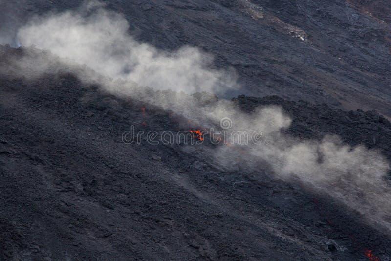 Cráter del volcán de la lava fotos de archivo libres de regalías