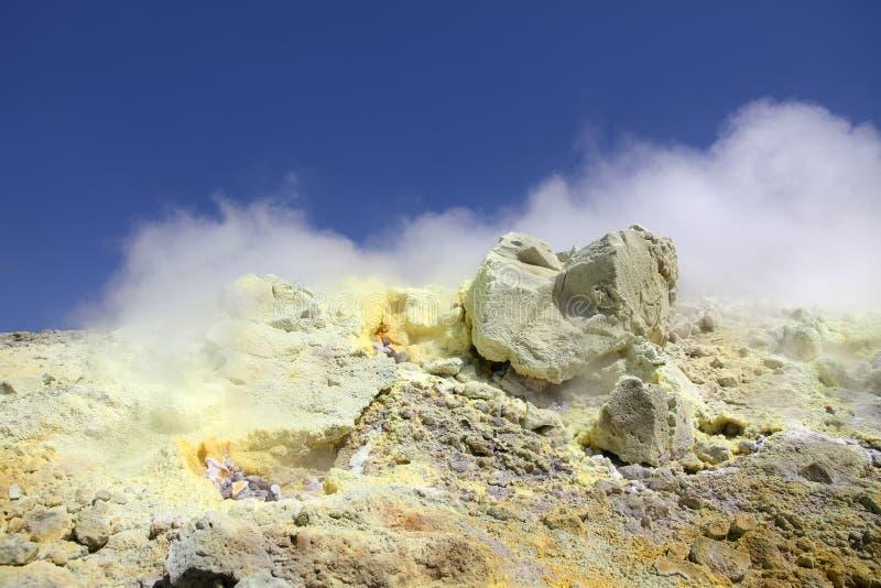 Cráter del volcán de Vulcano fotos de archivo