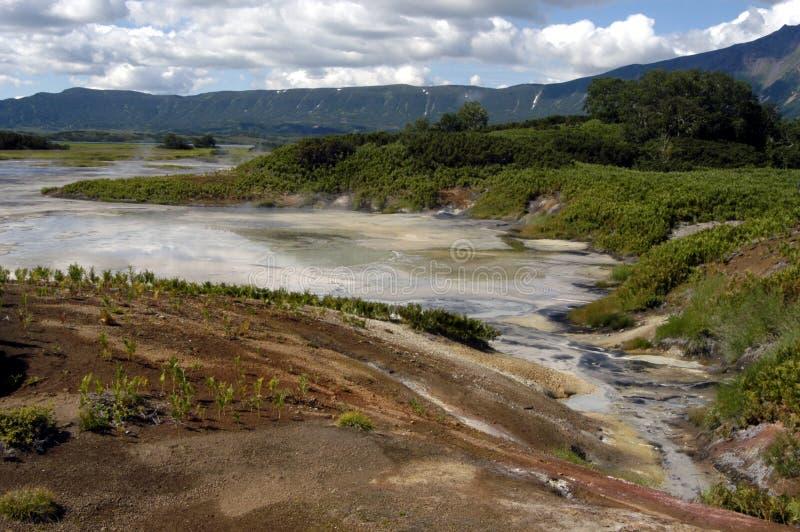 Cráter del volcán Uzon imagenes de archivo
