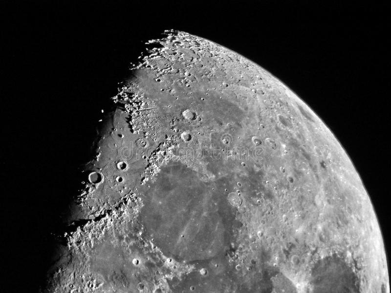 Cráteres y detalles de media luna imagenes de archivo