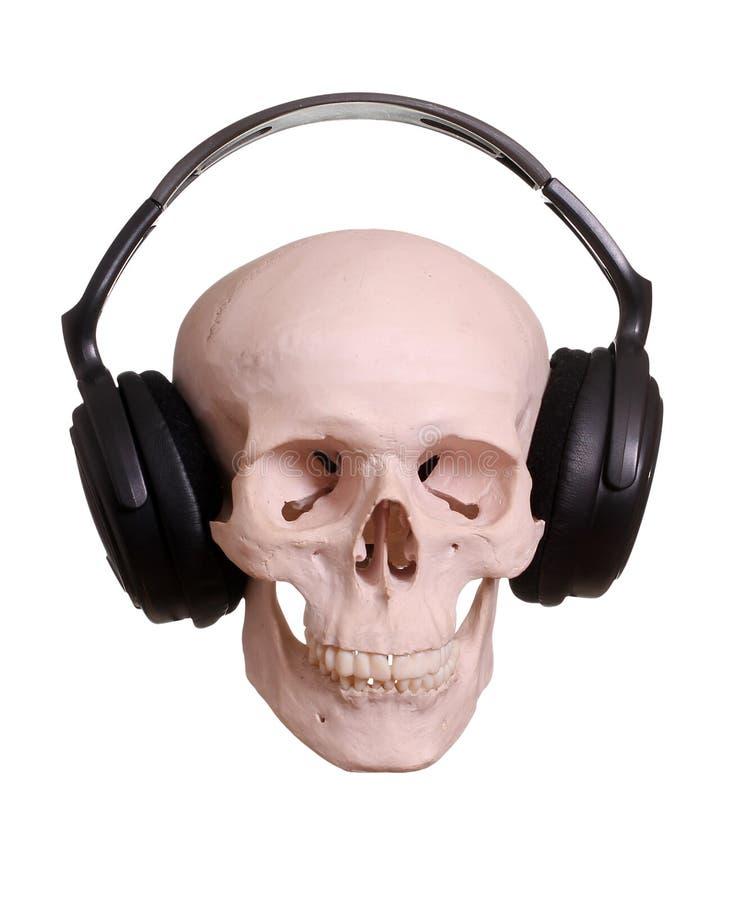 Crâne avec des écouteurs photos stock