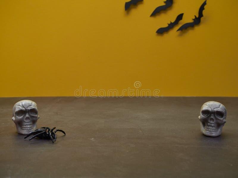 Crâne de fantôme de Halloween avec beaucoup de battes image stock