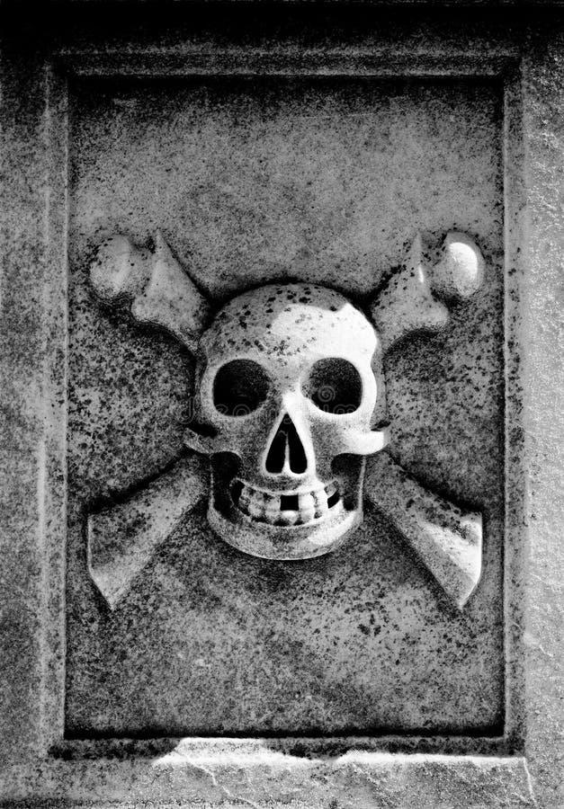 Crâne et os croisés image stock