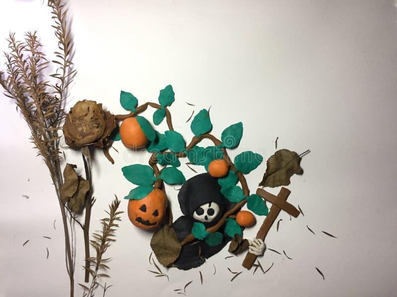 Crâne et potirons de bâti d'argile avec le concept de festival de Halloween images libres de droits