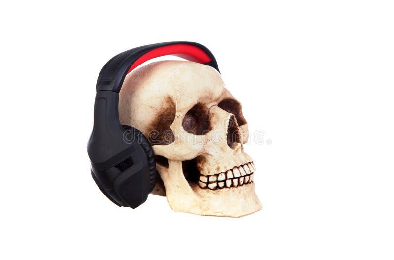 Crâne humain dans des écouteurs images libres de droits