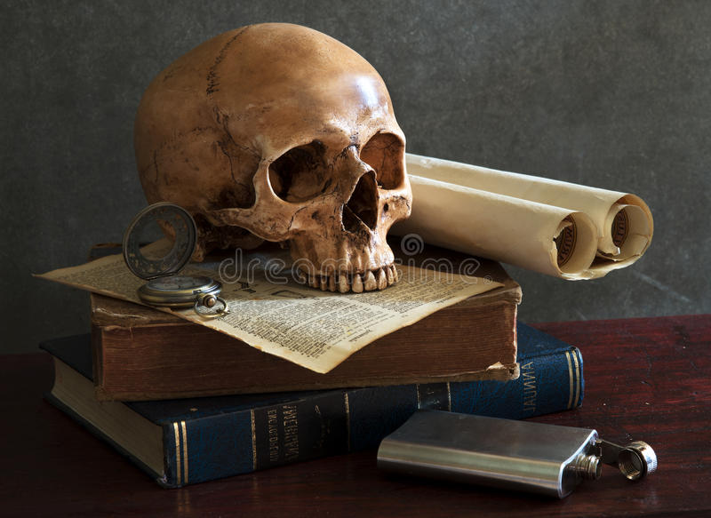 Crâne toujours de la vie photo stock