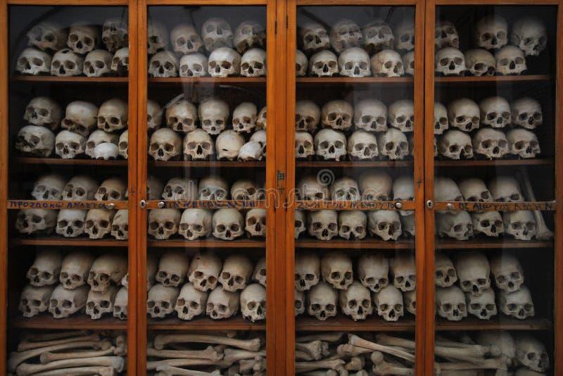 Crânes et os ensemble dans un coffret en Nea Moni, Chios, Grèce image libre de droits