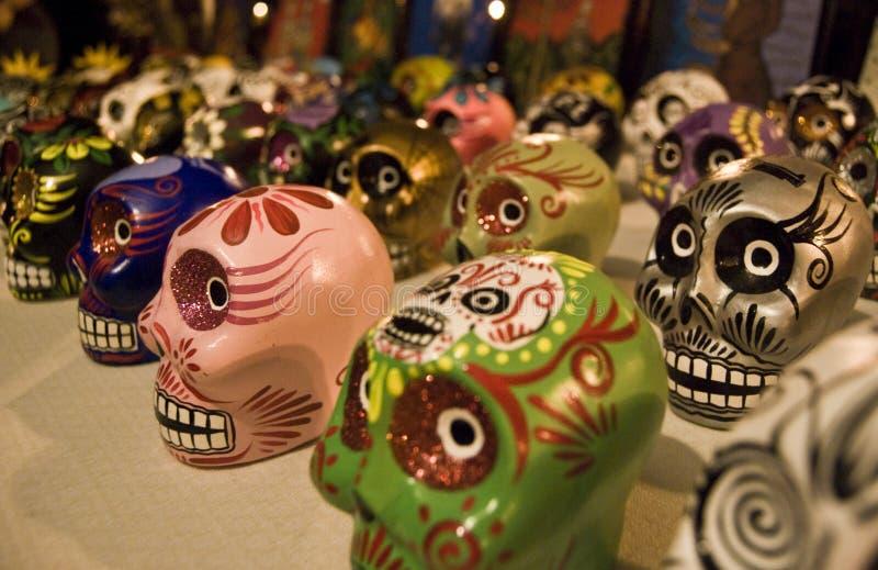 crânes morts de jour image stock