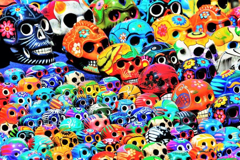 Crânios mexicanos pintados fotografia de stock
