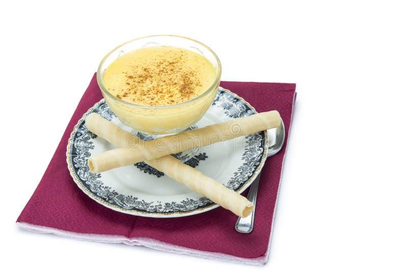 Crème anglaise au-dessus d'un fond blanc photos libres de droits
